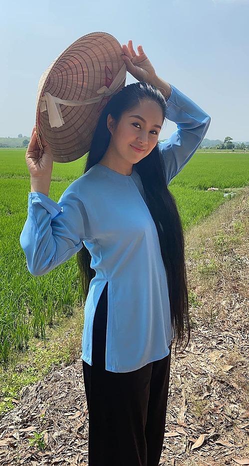 Phương của ngày hôm nay... vẫn còn mần được thiếu nữ phim xưa nhé, diễn viên Lê Phương hào hứng khoe.