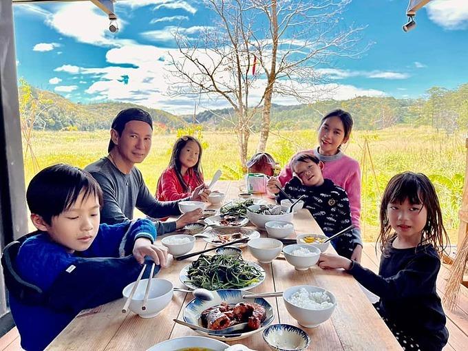 Không cần gì hơn, mỗi ngày được như thế này là hạnh phúc lắm rồi, vợ chồng Lý Hải - Minh Hà chia sẻ.
