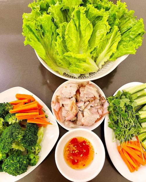 Các loại rau nhà trồng giúp hoa hậu có được bữa ăn đảm bảo an toàn, ngon miệng.