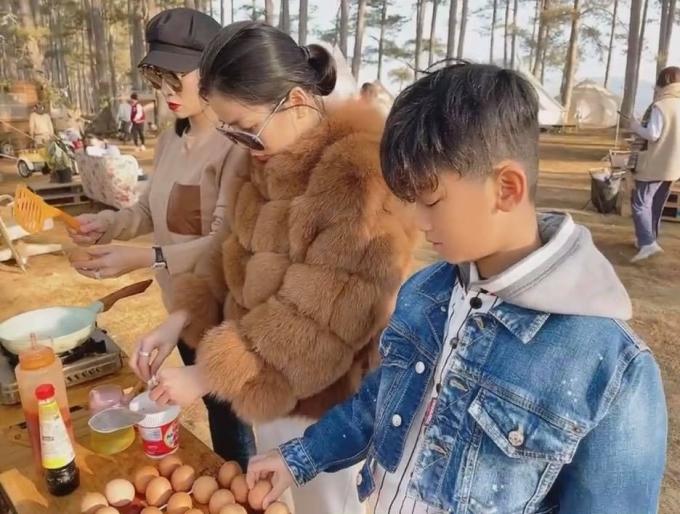 Lâm Bảo Châu đưa mẹ con Lệ Quyên đi chơi Đà Lạt - 2