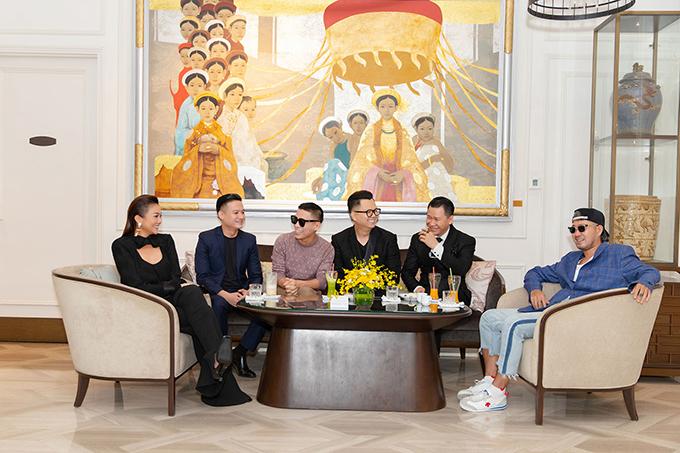 Các thành viên trong hội đồng thẩm định đều nóng lòng mong chờ giờ khai màn của fashion show hoành tráng dự kiến tổ chức trong 3 ngày liên tiếp tại Phú Quốc vào tháng 3.