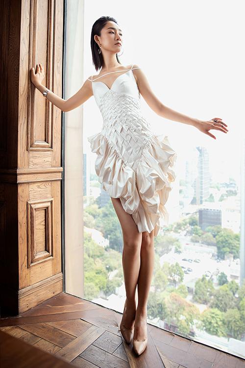 Ban giám khảo đánh giá cao ý tưởng sáng tạo, sự đầu tư chỉn chu trong từng mẫu trang phục ở nhiều bộ sưu tập dự thi.