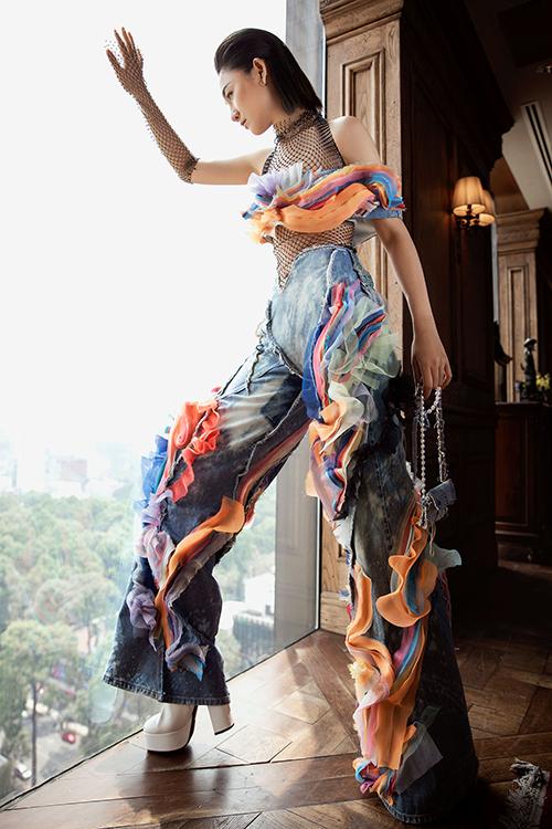 Nhiều gương mặt mới tự tin thể hiện sự phá cách hoà nhịp cùng xu hướng đương đại và hứa hẹn tạo nên màu sắc cho fashion show lần này.