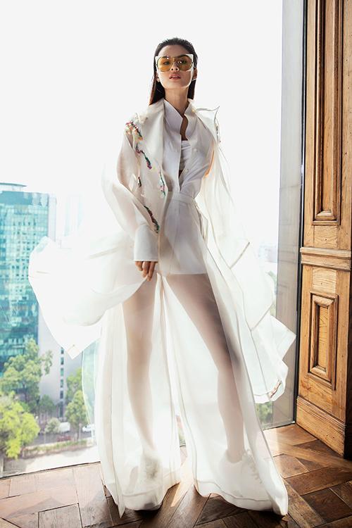 Bộ sưu tập của top 7 sẽ được triển lãm tại Fashion Voyage Gallery và nhà thiết kế xuất sắc nhất sẽ có cơ hội trình diễn tại show chính thức của Fashion Voyage.