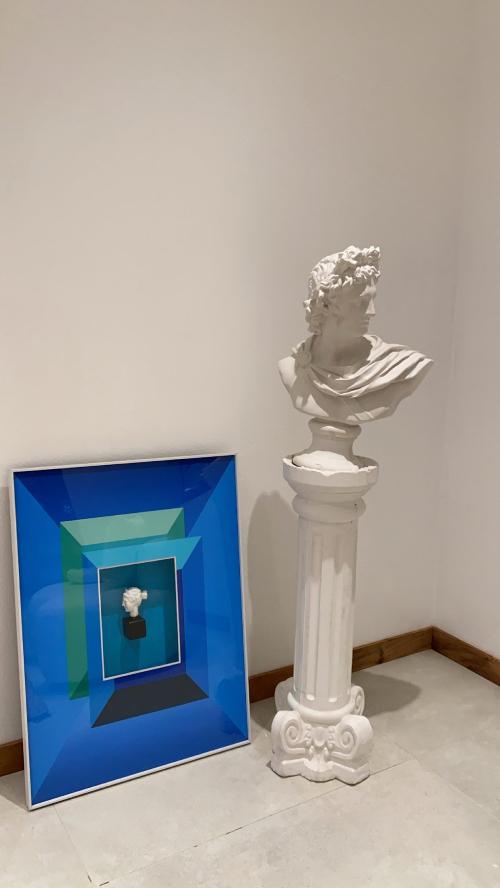 Kiều Anh chuộng các bức tượng bán thân nên đặt nhiều tượng để trang trí cho căn hộ.