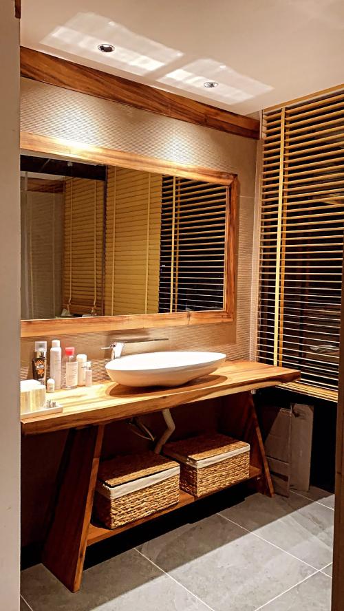 Phòng tắm kiêm vệ sinh của Kiều Anh như phòng tắm trong spa.