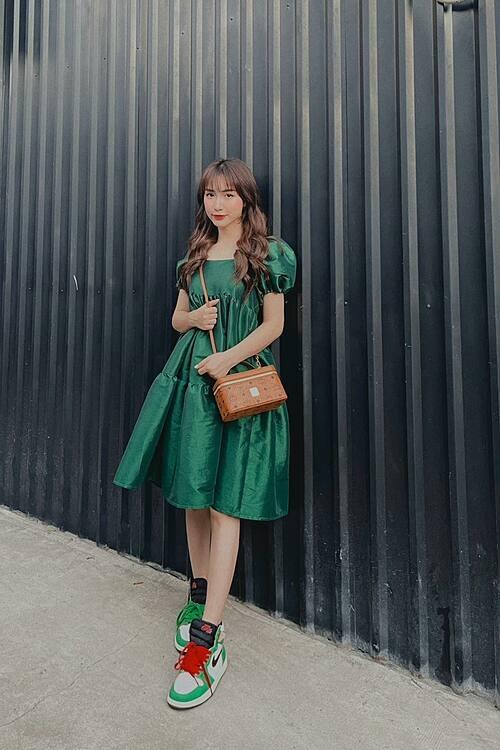 Chiếc váy rộng thùng thình khiến Hòa Minzy dính nghi vấn bầu bí.