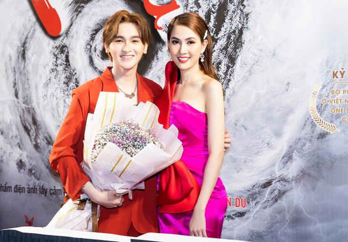 Diễn viên Minh Khải  - con trai nuôi của danh hài Minh Nhí - đóng vai em Phan Thị Mơ trong phim.