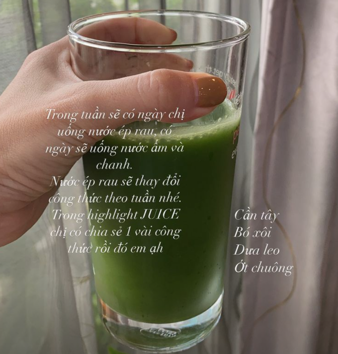 Yến Trang chăm chỉ bổ sung vitamin cho cơ thể với sinh tố/ nước ép xanh mỗi sáng.