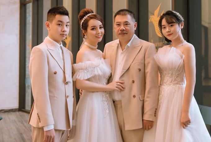 Mai Thu Huyền coi hai con ngoan ngoãn, học giỏi là tài sản lớn nhất của vợ chồng cô sau gần 20 năm bên nhau.