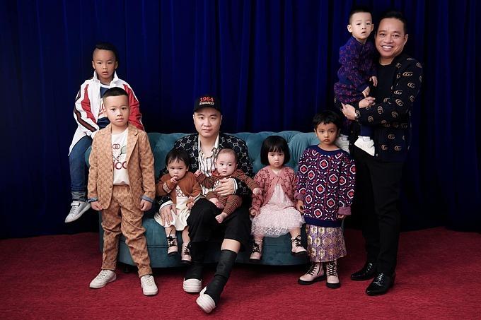 NTK Đỗ Mạnh Cường bên 7 người con nuôi.