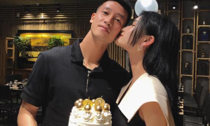 Bạn gái vào Đà Nẵng mừng sinh nhật Huy Hùng