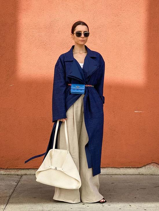 Ngoài ra, combo hai hoặc ba chiếc túi cũng được không ít fashionista áp dụng để khẳng định cá tính.