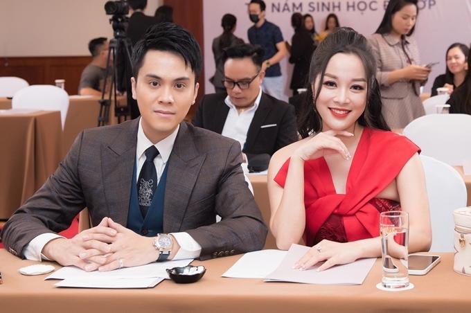 Diễn viên Minh Hương tập trung cho công việc tại đài truyền hình nhưng vẫn thỉnh thoảng diễn xuất nếu gặp dự án phù hợp. Cô trông rạng rỡ nhờ làn da trắng sáng, vóc dáng cân đối dù trải qua hai lần sinh nở.