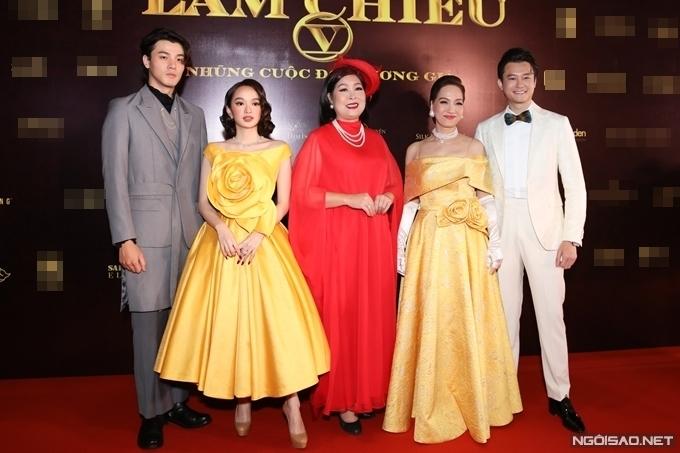 Dàn diễn viên chính của phim Gái già lắm chiêu V (từ trái qua): Khương Lê, Kaity Nguyễn, NSND Hồng Vân, NSND Lê Khanh, Anh Dũng.