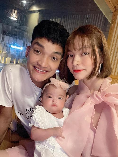 Vợ chồng Mạc Văn Khoa mừng con gái tròn 3 tháng tuổi.