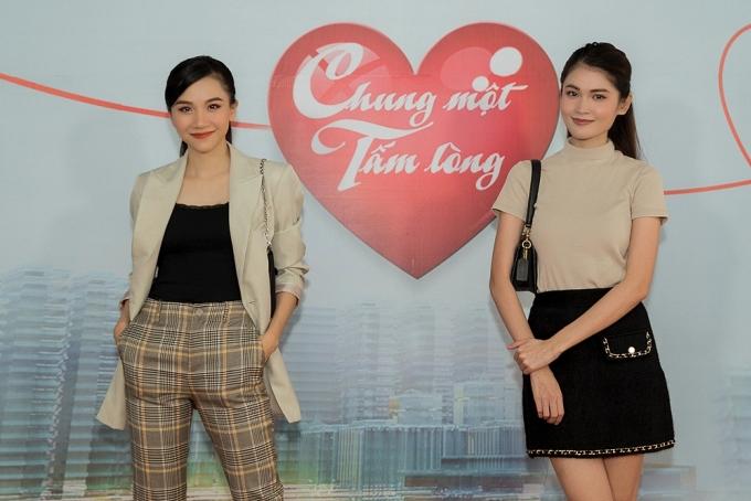 Thảo Nhi (trái) và Thùy Dung có mối quan hệ thân thiết khi cùng dẫn dắt bản tin Chuyện trưa 12h của Đài Truyền hình TP HCM.