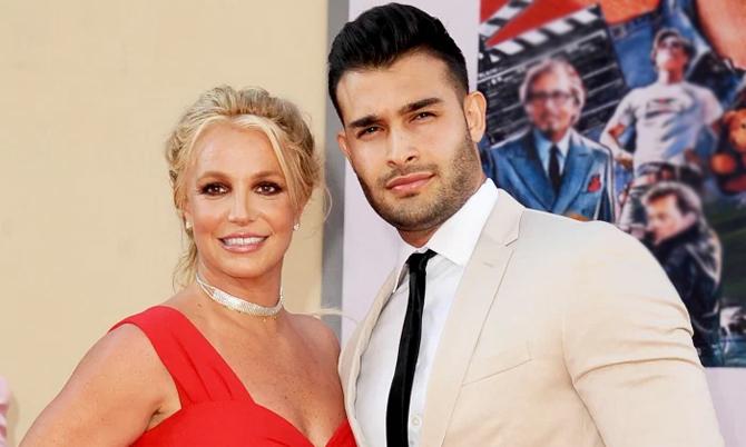 Bạn trai kém 13 tuổi mong có con với Britney Spears