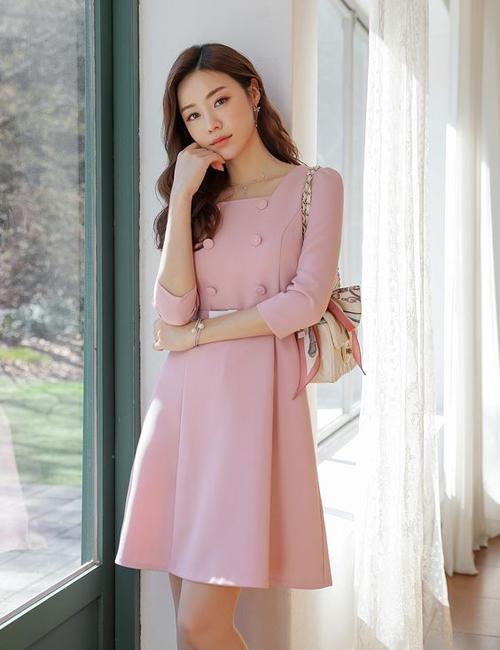 Tông hồng pastel cũng dễ tôn làn da sáng cho phái đẹp.