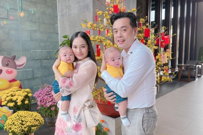 Vợ chồng Dương Khắc Linh yêu thích ghi lại hình ảnh quá trình phát triển của hai con để làm kỷ niệm.