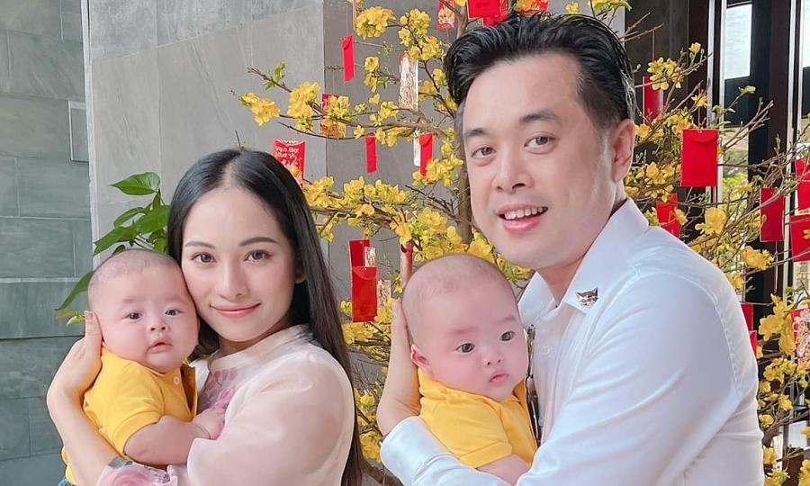 Cặp song sinh má bánh bao nhà Dương Khắc Linh