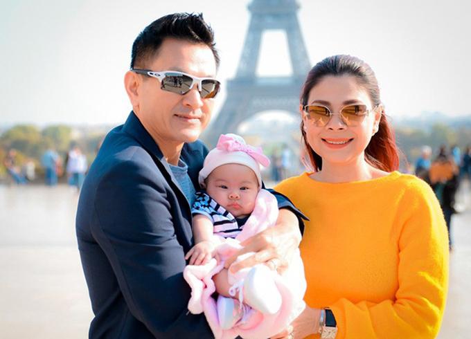 Thanh Thảo bên ông xã Việt kiều và con gái đầu lòng - bé Talia.