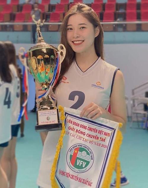 Thu Huyền giành danh hiệu Chuyền hai xuất sắc tại giải bóng chuyền trẻ Cup các CLB toàn quốc 2020. Ảnh: TH.