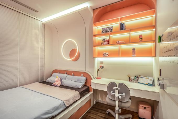 Phòng ngủ mang phong cách hiện đại, tối giản đồ đạc, chỉ bài trí những vật dụng cần thiết theo ý muốn của chủ nhân mỗi phòng.