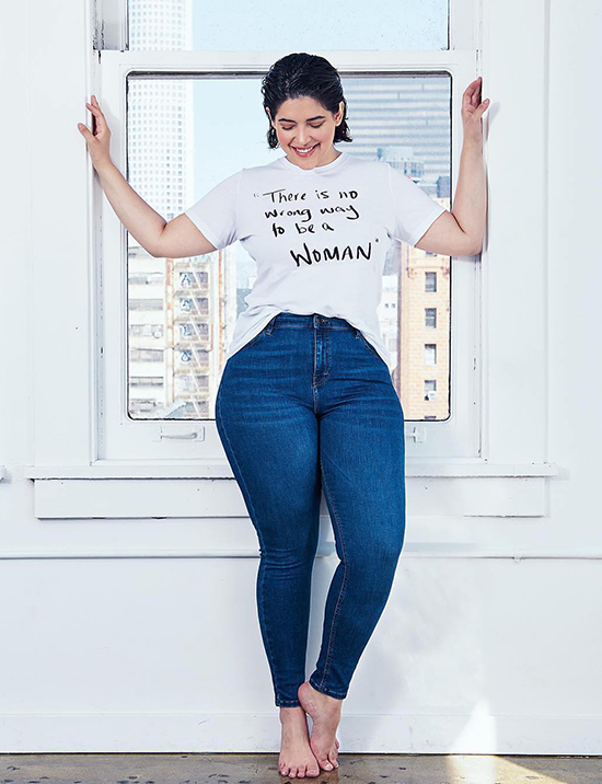 Thử quần jean lưng cao và trung bình May mắn thay cho tất cả chúng ta, quần jean, quần và váy lưng thấp không còn là mốt nữa. Đáy với vòng eo trung bình hoặc cao hiện đang là xu hướng. Những chiếc quần jean như vậy làm nổi bật những phần đẹp nhất của dáng người một cách hoàn hảo, và chúng cũng che đi những khuyết điểm của vòng eo.