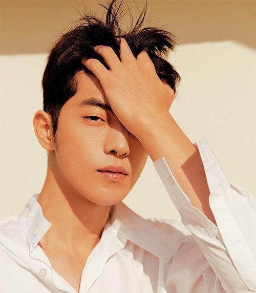 Ngôi sao Nam Joo Hyuk có 14,9 triệu người theo dõi trên Instagram. Mỗi hình ảnh ngôi sao đăng tải thu hút từ 1,2 đến 2,4 triệu lượt thích.Tài tử cao 188 cm, gia nhập làng giải trí với vai trò người mẫu. Mỗi lần xuất hiện, phong cách của anh luôn được nhiều fan bàn luận. Nhờ thân hình cân đối, anh lọt Top 50 người có body hấp dẫn nhất năm 2017 do tờ Vogue UK bình chọn. Khán giả biết đến Nam Joo Hyuk với nhiều phim như School 2015, Bẫy tình yêu, Người tình ánh trăng, Tiên nữ cử tạ Kim Bok Joo...