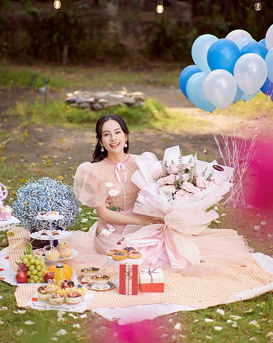 Khi hai con cứng cáp hơn, Sara Lưu sẽ trở lại âm nhạc. Ông xã Dương Khắc Linh cũng hết mực ủng hộ cô tiếp tục hoạt động nghệ thuật.