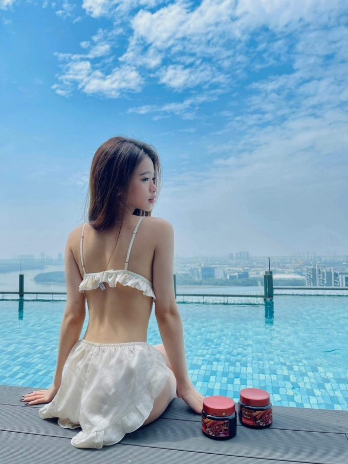 Linh Ka thường xuyên làm sạch sâu để có làn da mịn màng. Ảnh: Nhân vật cung cấp.