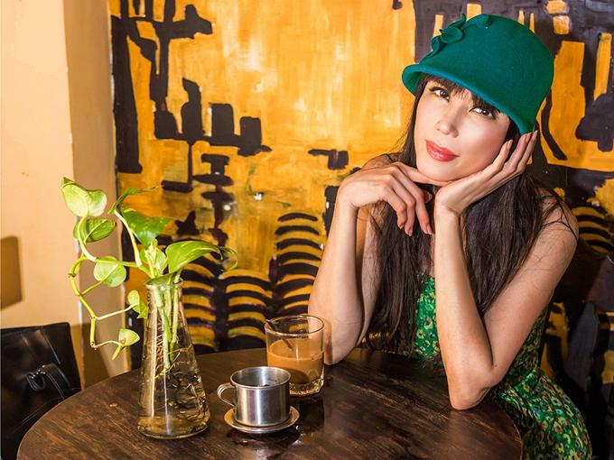 Nhật Hạ nổi tiếng trong làng nhạc hải ngoại từ giữa thập niên 1980. Sở hữu giọng hát truyền cảm, nhan sắc khả ái cô từng là một trong những ca sĩ trẻ được yêu thích nhất của dòng nhạc New Wave, nhạc ngoại lời Việt và nhạc trữ tình trong cộng đồng người Việt ở Mỹ. Ngoài ca hát, thuở đôi mươi cô còn là người mẫu quảng cáo cho nhiều nhãn hiệu lớn. Từ giữa thập niên 1990, khi đang ở đỉnh cao sự nghiệp nữ ca sĩ tạm ngừng ca hát để tập trung làm kinh doanh nhà hàng, spa... Năm 2007 cô trở lại sân khấu nhưng không còn hoạt động nhiều như trước.
