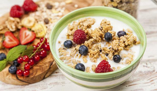 kết hợp ngũ cốc có đường với sữa tách béo có thể khiến bạn nhanh đói.