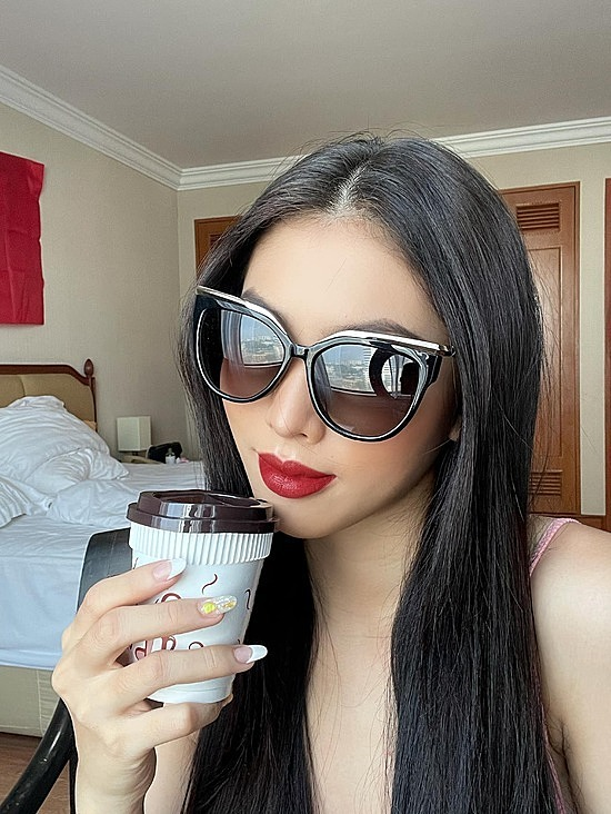 Á hậu Ngọc Thảo được biết đến là một cô gái thích đi du lịch cùng bạn bè và người thân từ trước khi trở nên nổi tiếng. Tuy chỉ mới đặt chân tới một số quốc gia như Ấn Độ, Singapore nhưng lần nào, Ngọc Thảo cũng tranh thủ thưởng thức đồ ăn ngon và khám phá những điểm ngắm cảnh mới lạ.