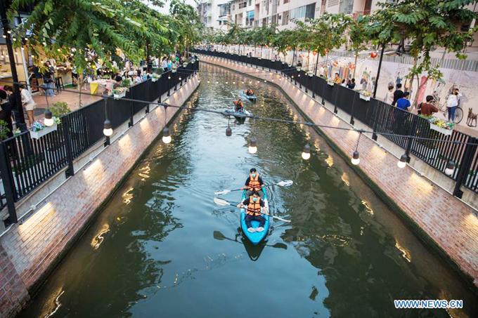 Á hậu Ngọc Thảo ghé dòng kênh hot nhất Bangkok - 12