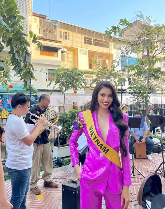 Á hậu Ngọc Thảo ghé dòng kênh hot nhất Bangkok - 2