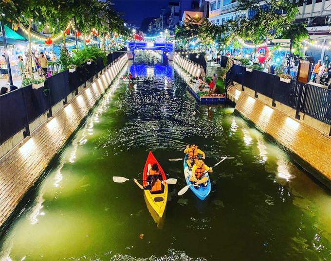 Á hậu Ngọc Thảo ghé dòng kênh hot nhất Bangkok - 14
