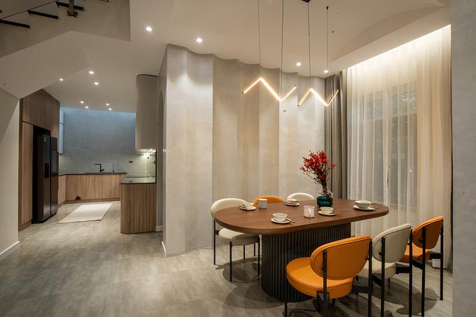 Phòng bếp và khu vực ăn cũng được gia chủ dành diện tích rộng rãi.