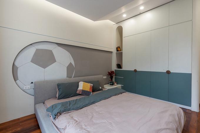 Tầng 2 gồm 1 phòng ngủ, WC. Tầng này vẫn giữ mạch thiết kế như tầng trệt và tầng 1, tầng 2, cũng có 1 phòng ngủ được thiết kế hiện đại.