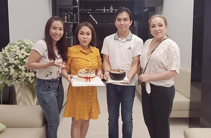 Nghệ sĩ Việt Hương tụ tập ăn uống, chuyện trò cùng ca sĩ Mạnh Quỳnh, Thanh Hà...