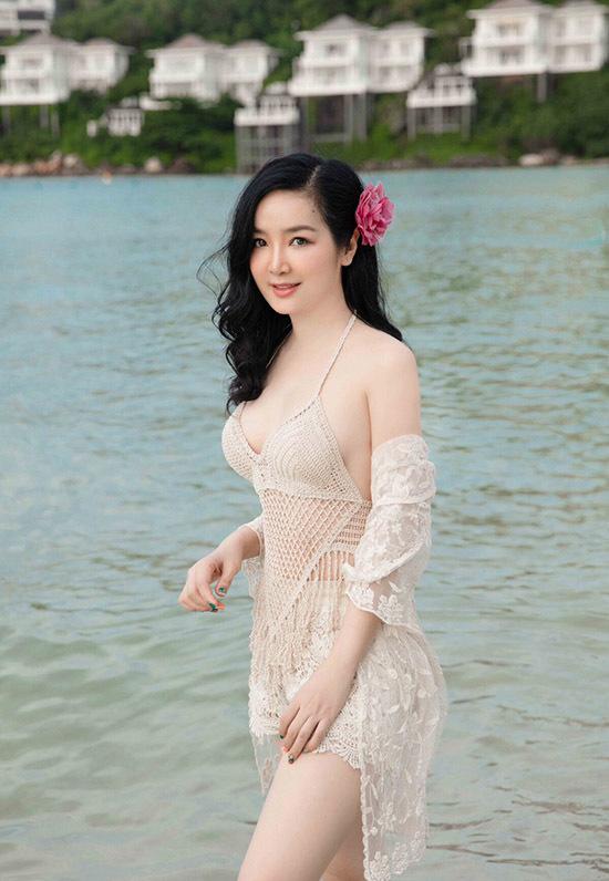 Giáng My sở hữu gương mặt thanh tú, vóc dáng gợi cảm. Ở tuổi trung niên, nhan sắc của cô vẫn khiến nhiều người phải trầm trồ, ngưỡng mộ. Giáng My diện áo tắm kiểu lưới trong chuyến du lịch Phú Quốc năm 2020.