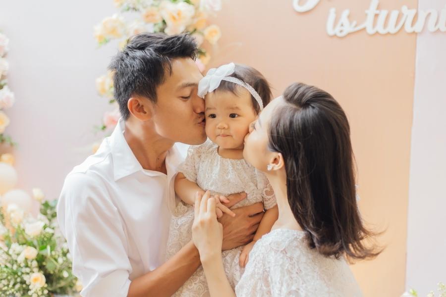 Linh Phi bó bột trong tiệc sinh nhật con gái