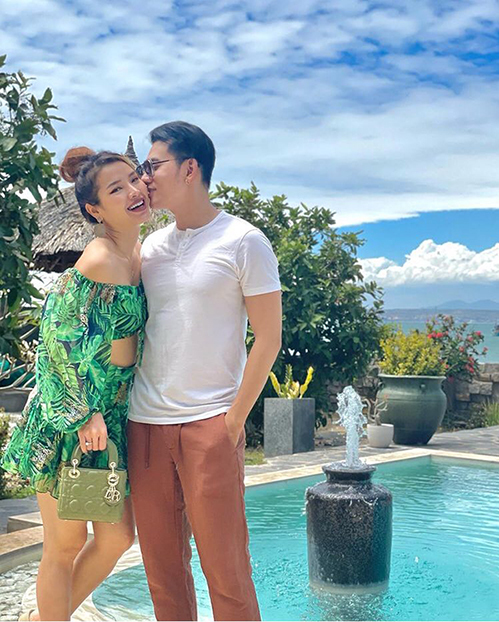 Phương Trinh Jolie đăng ảnh tình tứ bên bạn trai Lý Bình, khéo nhắc anh thèm đi du lịch.