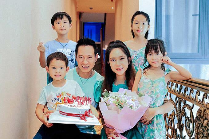 Minh Hà đón tuổi 36 bên ông xã Lý Hải, 4 con cùng gia đình và bạn bè thân thiết.