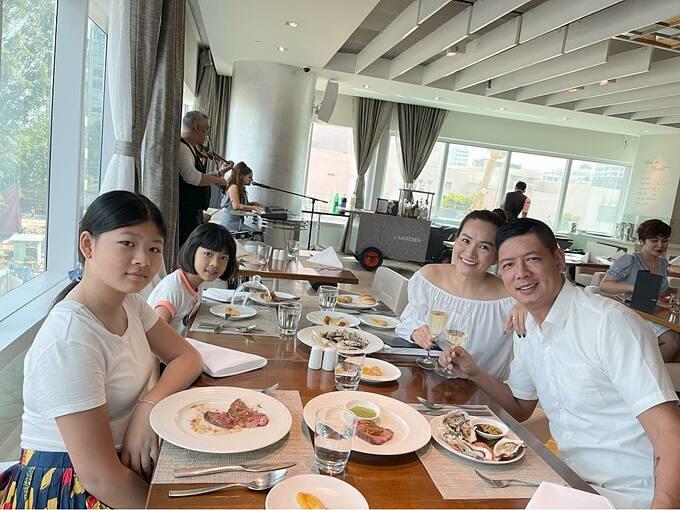 Bình Minh đưa gia đình đi nghỉ dưỡng tại một khách sạn sang chảnh ở TP HCM nhân dịp sinh nhật bà xã Anh Thơ.