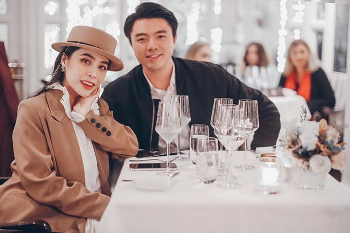 Đã có hai con nhưng vợ chồng Kiều Anh - Văn Quỳnh vẫn ngọt ngào như thuở ban đầu. Cặp đôi thường gửi con cho người nhà trông giúp để cùng nhau ra ngoài ăn tối, xem phim, tranh thủ tận hưởng thế giới của hai người.