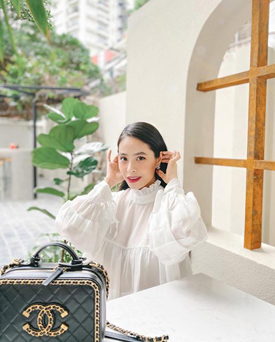 Kiều Anh là một tín đồ hàng hiệu, sở hữu bộ sưu tập túi xách, giày của các thương hiệu đắt đỏ như Chanel, Dior, Gucci...
