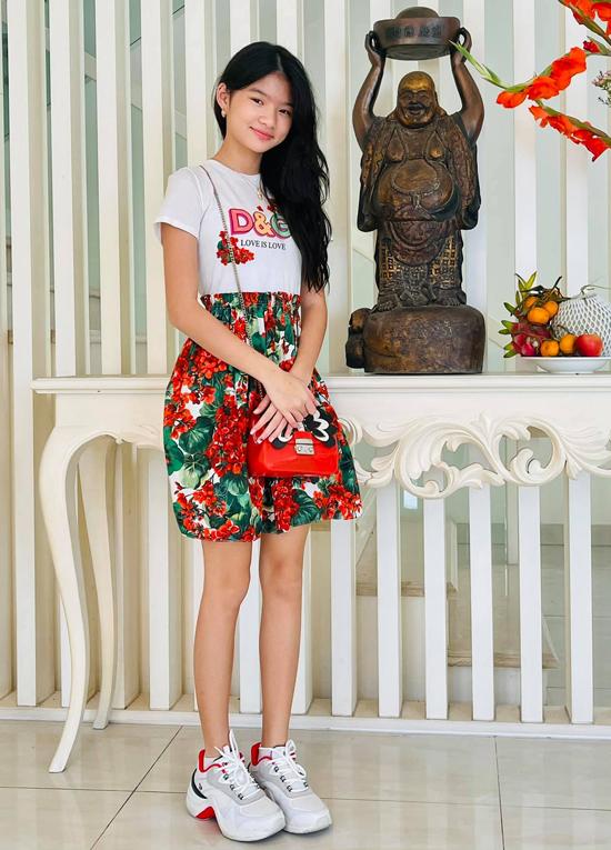 Con gái cưng là niềm tự hào của Trương Ngọc Ánh, Trần Bảo Sơn vì bé ngoan ngoãn, học giỏi và càng lớn càng xinh đẹp, cuốn hút.