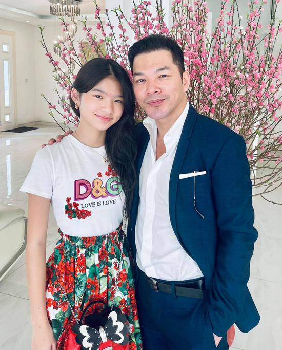 Devon Trần hiện sống cùng mẹ, cuối tuần hay gặp gỡ, đi chơi cùng bố - diễn viên Trần Bảo Sơn.